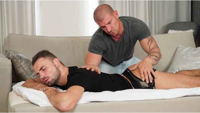 SayUncle X CocksureMen – Massage on the Couch – Geoffrey Lloyd and Max Bourne
